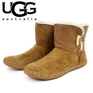 Ugg short boots 8 brown Garnet Toggle